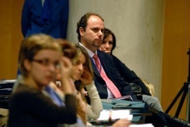 Manuel Carrillo con prensa
