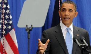 Obama lee discurso en cristales