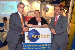 Manuel Carrillo con Víctor Vilas y Pilu Morante AndSoft